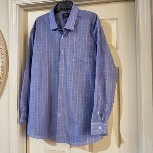 Dockers Men Botton up shirt size XXL.
